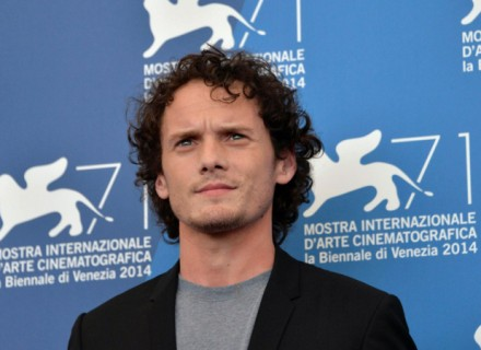 epa04384559 Russian-born US actor Anton Yelchin poses during a photocall for the movie 'Burying the Ex' during the 71st annual Venice International Film Festival, in Venice, Italy, 04 September 2014. The movie is presented out of competition at the festival that runs from 27 August to 06 September 2014.  EPA/ANDREA MEROLA