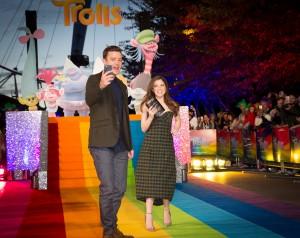 """Джастин Тимберлейк и Анна Кендрик на премьере анимационного фильма """"Тролли"""" в Лондоне Источник: 20th Century Fox"""
