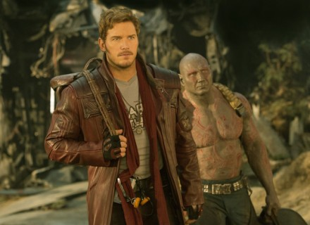Marvel's Guardians Of The Galaxy Vol. 2..L to R: Star-Lord/Peter Quill (Chris Pratt) and Drax (Dave Bautista)..Ph: Chuck Zlotnick ..© 2016 MVLFFLLC. TM & © 2016 Marvel. All Rights Reserved.  Стражи Галктики КультКиноhttp://cultofcinema.com