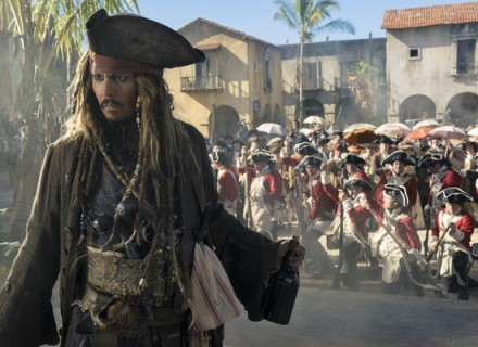 """PIRATES OF THE CARIBBEAN: DEAD MEN TELL NO TALES""..The villainous Captain Salazar (Javier Bardem) pursues Jack Sparrow (Johnny Depp) as he searches for the trident used by Poseidon..Pictured: Johnny Depp (Captain Jack Sparrow)..Ph: Peter Mountain..© Disney Enterprises, Inc. All Rights Reserved. Пираты Карибского моря: мертвецы не рассказывают сказки КультКино  cultofcinema.com"
