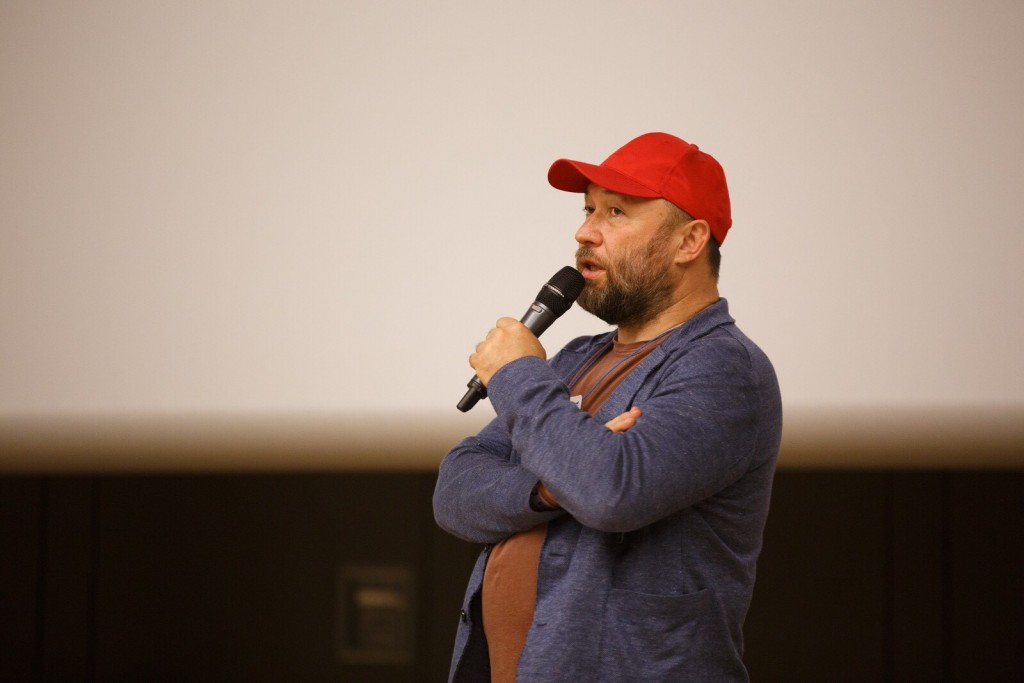 Тимур Бекмамбетов представил фильм Поиск на Старкон 2018 КультКино cultofcinema.com